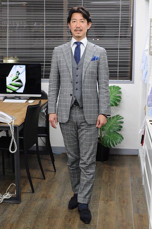 """e360f1e1911237 スーツとシャツにチェックのアイテムを重ねた、ビジネスシーンにおける""""チェックオンチェック""""のコーディネート例でした。"""