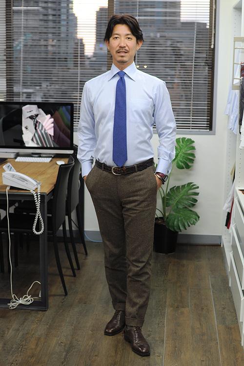 ブルー系のシャツ・ネクタイを合わせた、意外性のあるブラウンのスーツのコーディネート例でした。