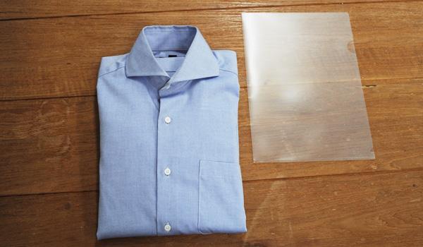ワイシャツのたたみ方23(クリアファイルを使う方法):表に返して仕上がりです。しわにならずに綺麗な仕上がりになりました。程よい幅にたためています。