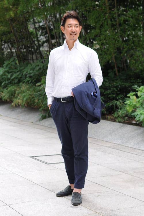 ozie|オジエ からみ織り生地シャツ・シアサッカーのスーツ+からみ織りのイタリアンカラーシャツのコーディネート3