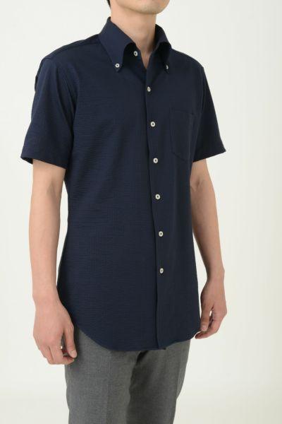 オジエ|ozie シアサッカー素材ニットシャツの着丈の長さイメージ写真・8054SS-A04F-NAVY